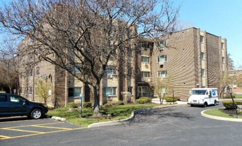 Apartments Near MWU 5118 Fairview Ave for Midwestern University Students in Downers Grove, IL