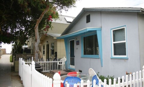 Houses Near UCSD 728 Venice Ct. for UC San Diego Students in La Jolla, CA