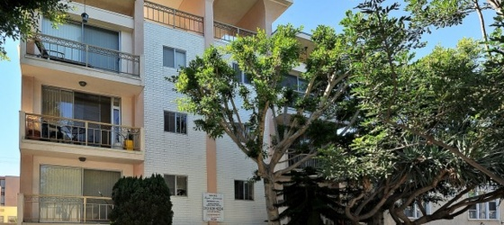 LARGE 2BD/2BA ONE BLOCK FROM THE BEACH (1032 2nd. Street)