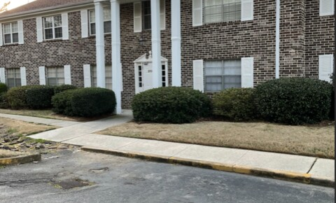 Apartments Near Southeastern Bible College 2100 Montreat Ln D for Southeastern Bible College Students in Birmingham, AL
